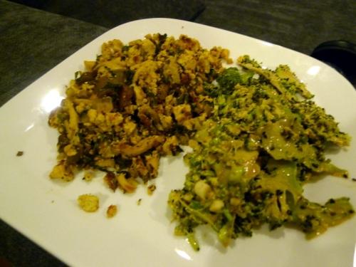 Broccoli_slaw_and_tofu_scramble